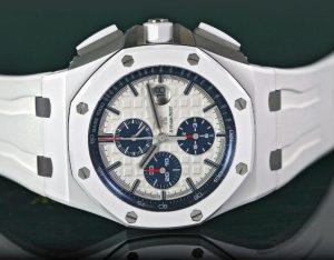 Suisses montres de reproduction Audemars Piguet ont un diamètre de 44 mm pour les hommes.