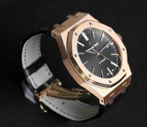 Suisses montres de réplication Audemars Piguet Royal Oak sont conçus en 41mm.