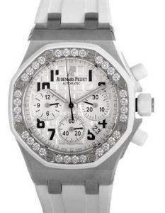 Suisses montres de réplication Audemars Piguet possèdent des sous-cadrans de chronographe.