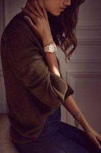 Suisses montres de réplication restent lisibles grâce aux cadrans argentés.