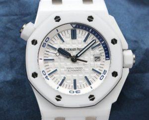 Suisses montres de réplication sont rafraîchissantes avec du bleu et du blanc.