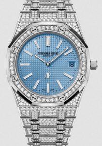 Fausses montres Suisses gardent le luxe avec des diamants et de l'or blanc.